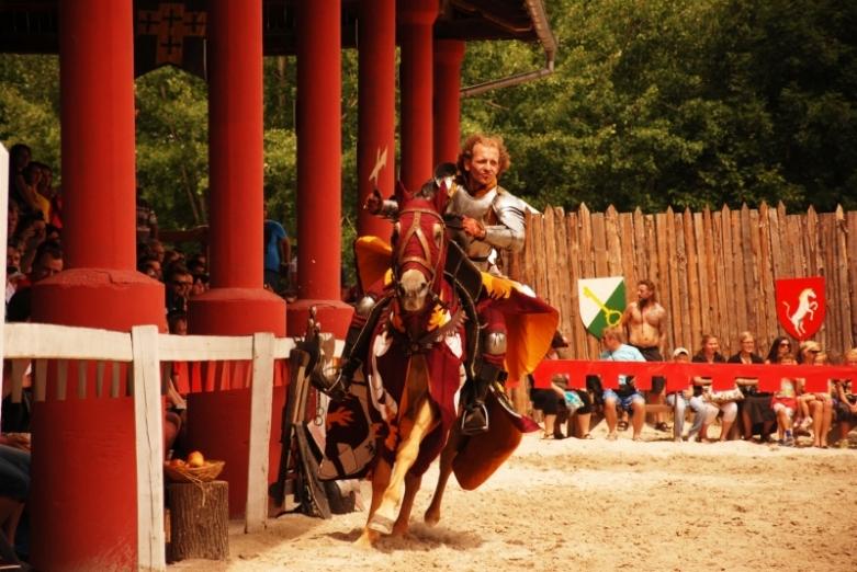Рыцарский турнир  и замок Сихров