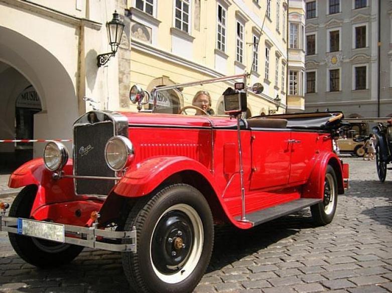 На ретро автомобиле по Праге